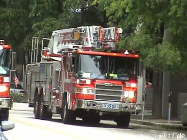 Ladder truck 2 Fort Lauderdale Fire-Rescue (stream)