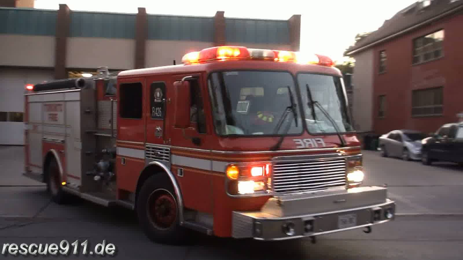 Rescue pump 426 Toronto Fire Services (stream)