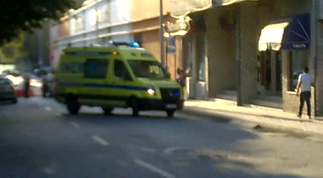 2x INEM Ambulance + PSP Police Car