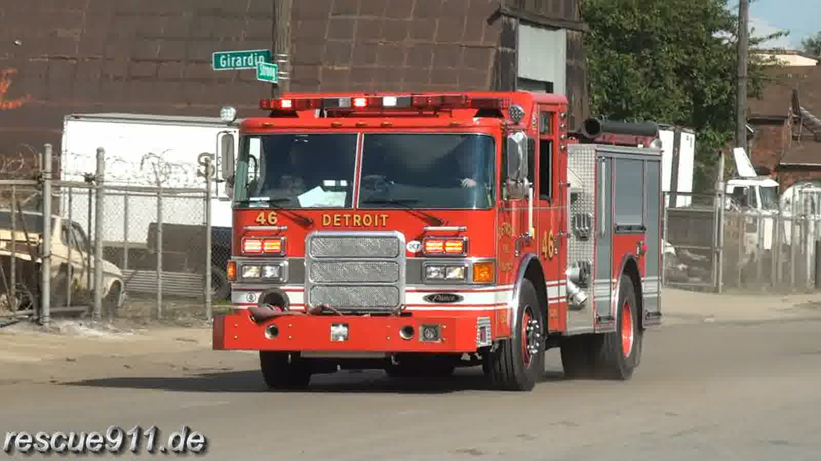 Engine 46 + Engine 41 Detroit Fire Department (stream)