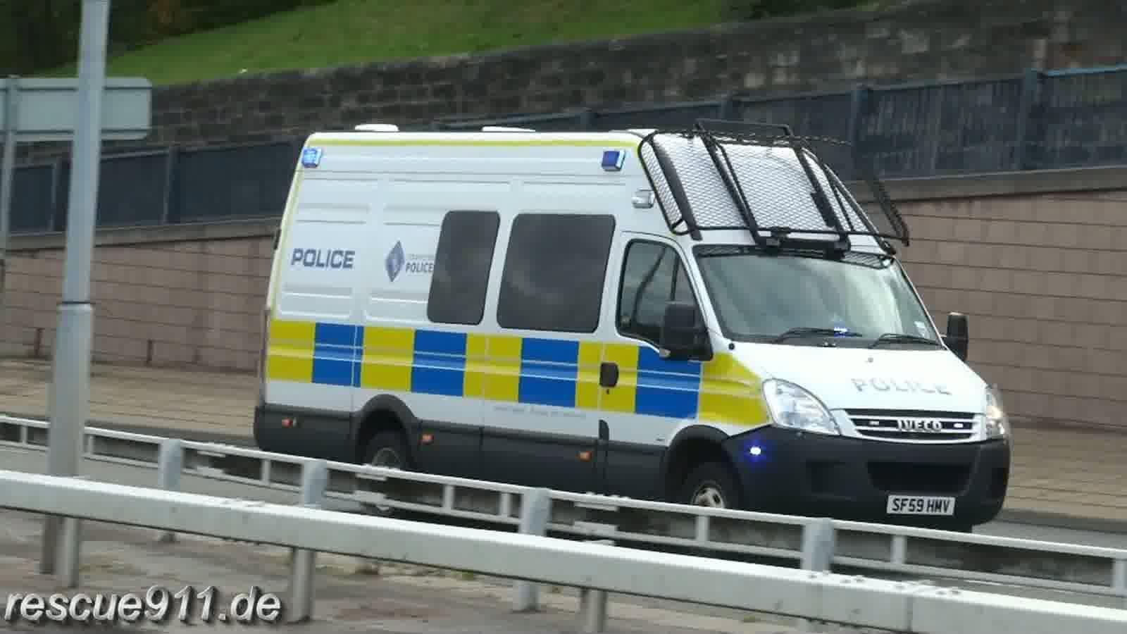 Support unit + Riot van Strathclyde Police (stream)