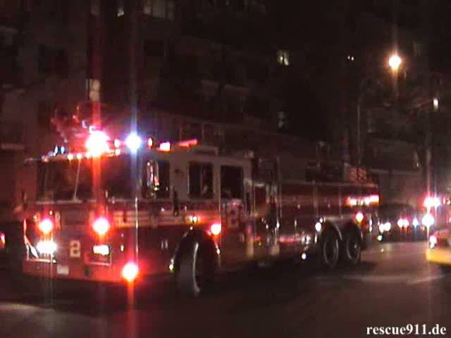 Ladder Truck 2 + Engine 8 + Battalion Chief 8 FDNY (stream)