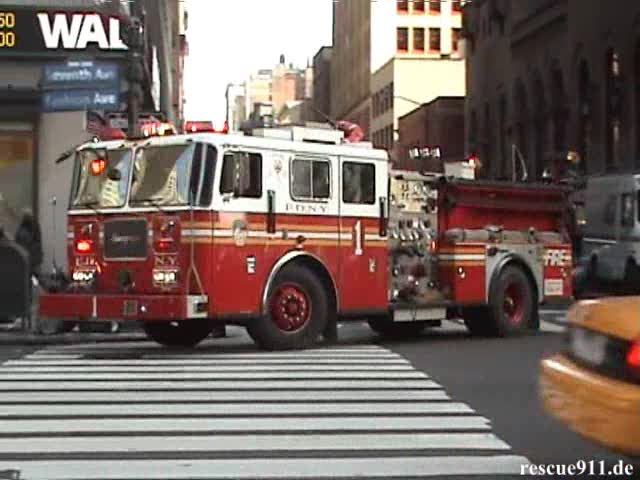 Ladder Truck 24 + Engine 1 FDNY (stream)