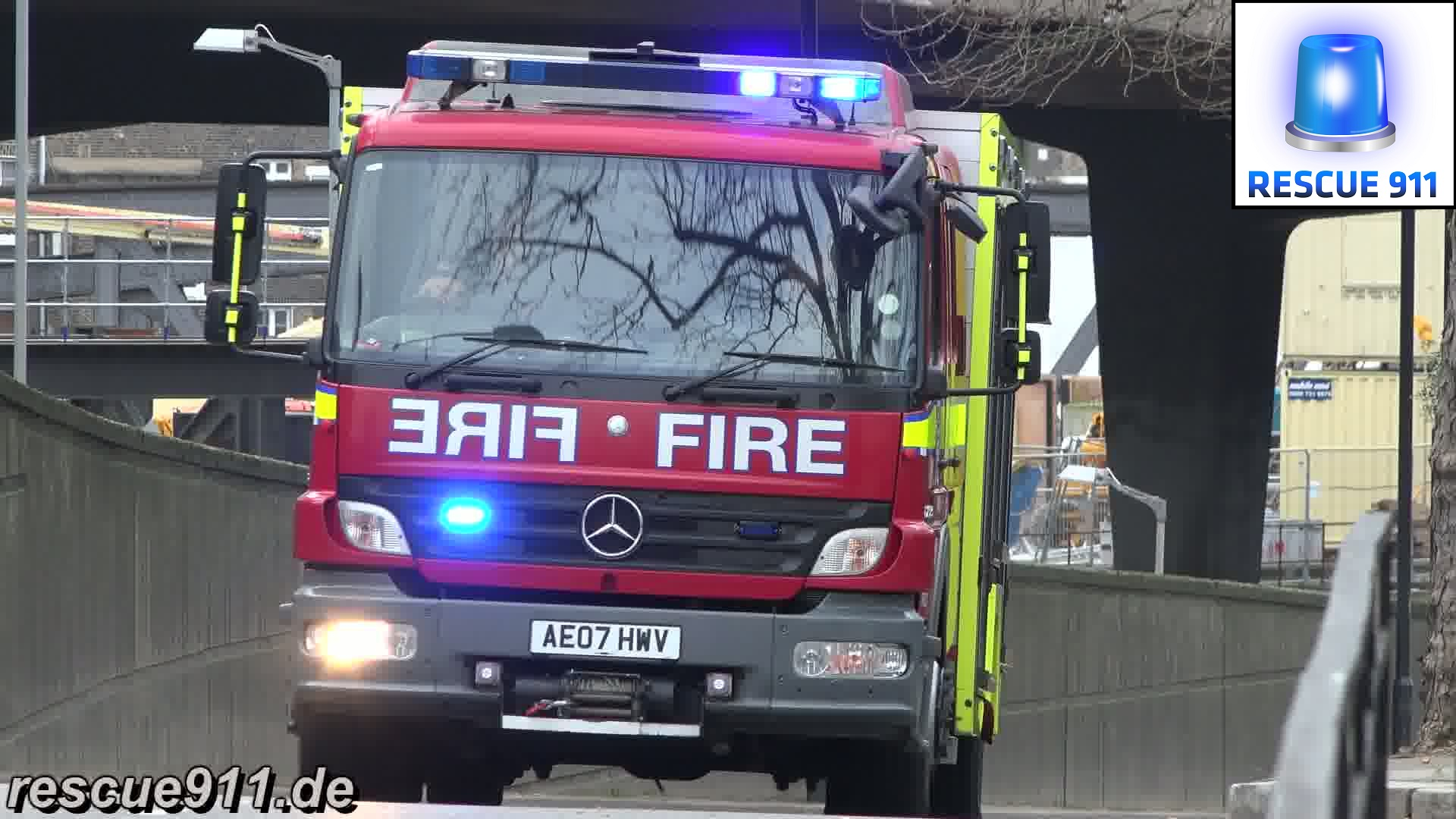 Fire Rescue Unit A216 LFB Paddington (stream)