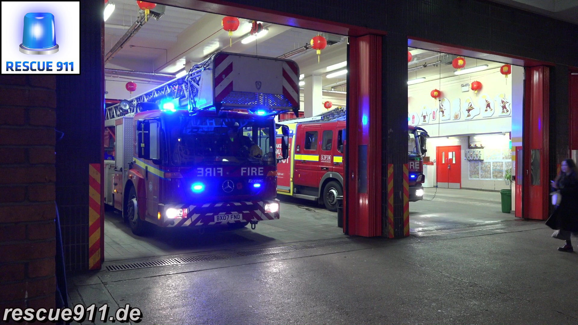 Turntable Ladder A243 + Pump Ladder A241 LFB Soho (stream)