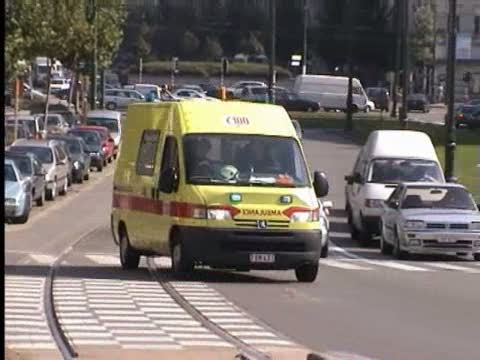 Ambulance A143 SIAMU Héliport (stream)