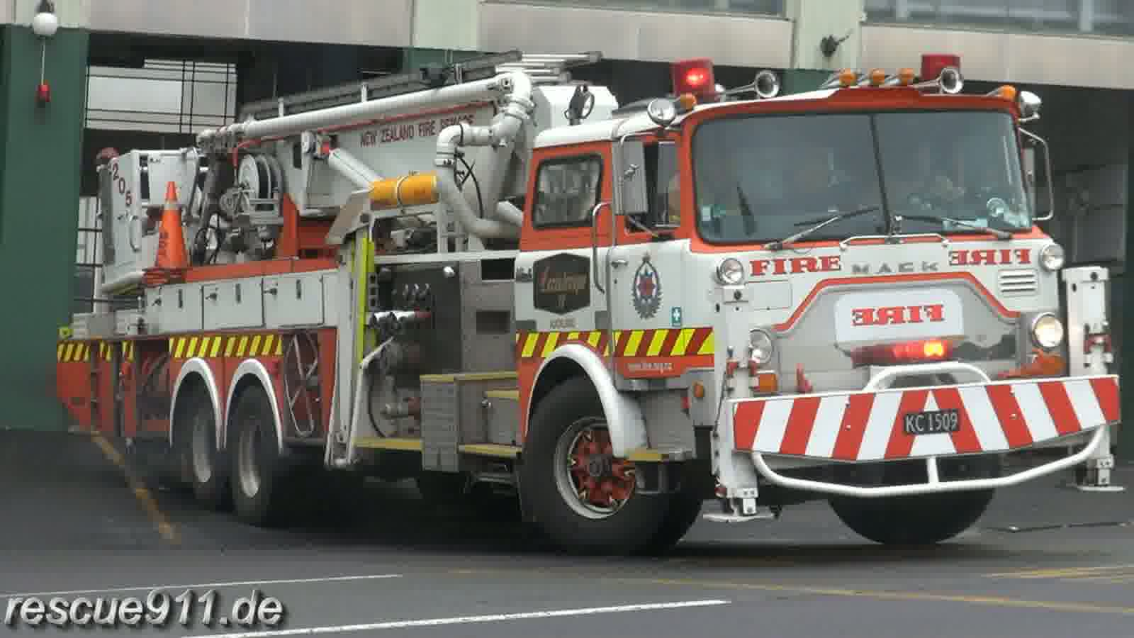Pump 207 + Aerial 205 New Zealand Fire Service Auckland City FS (stream)