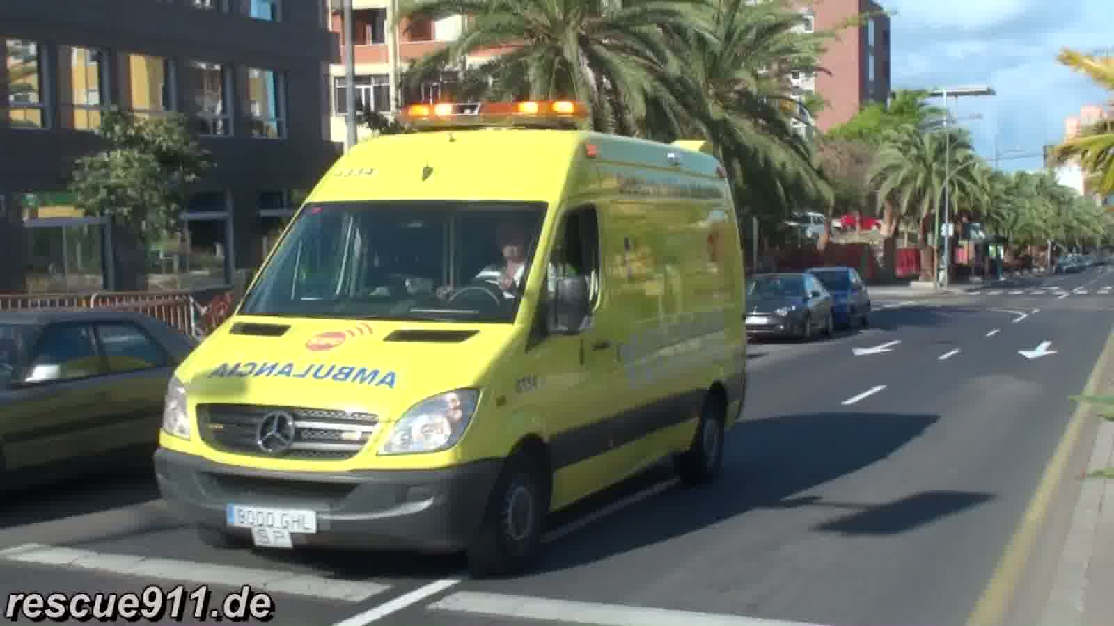 Ambulancia Servicio de Urgencias Canario (collection) (stream)