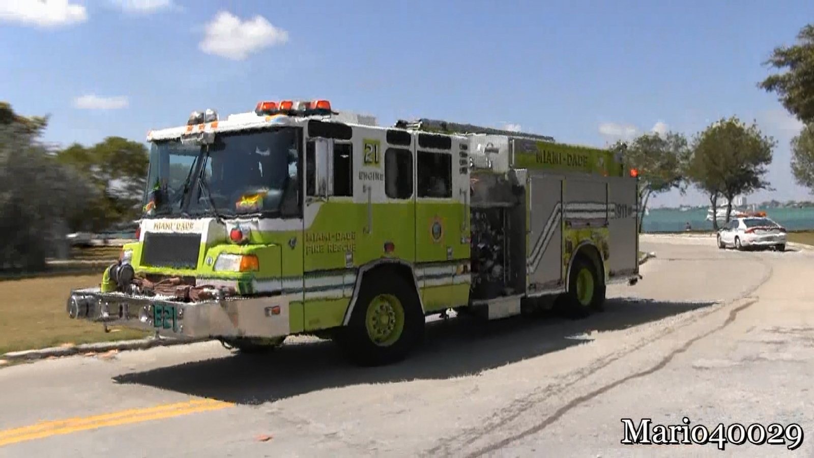 Engine 21 + Rescue 21 Miami Dade Fire-Rescue