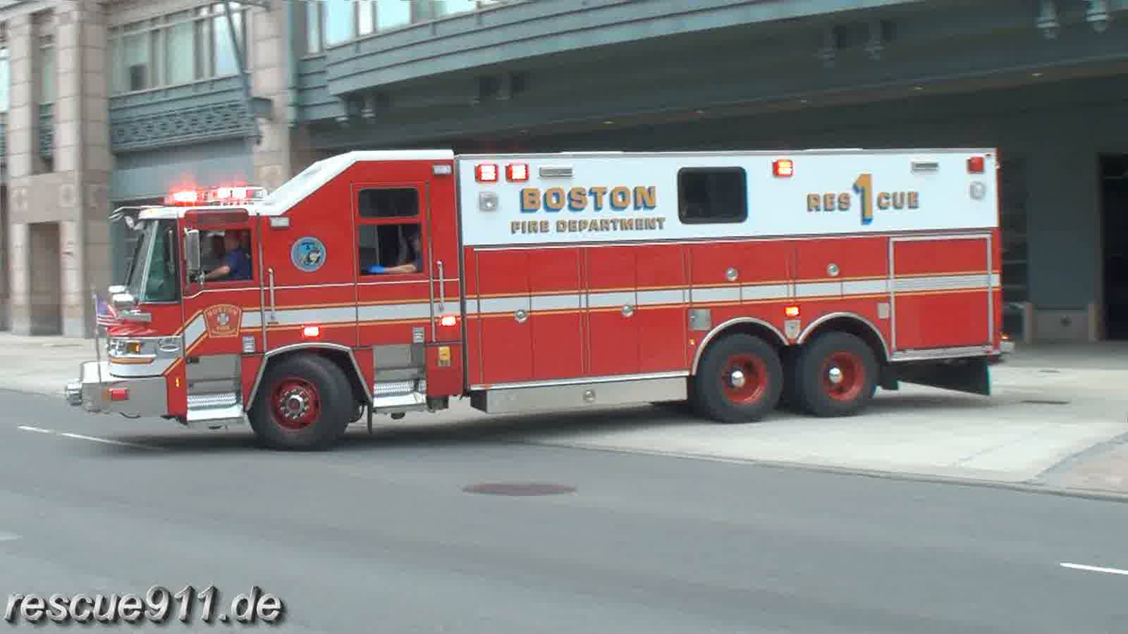 Supervisor + Ambulance P1 Boston EMS + Rescue 1 BFD (stream)