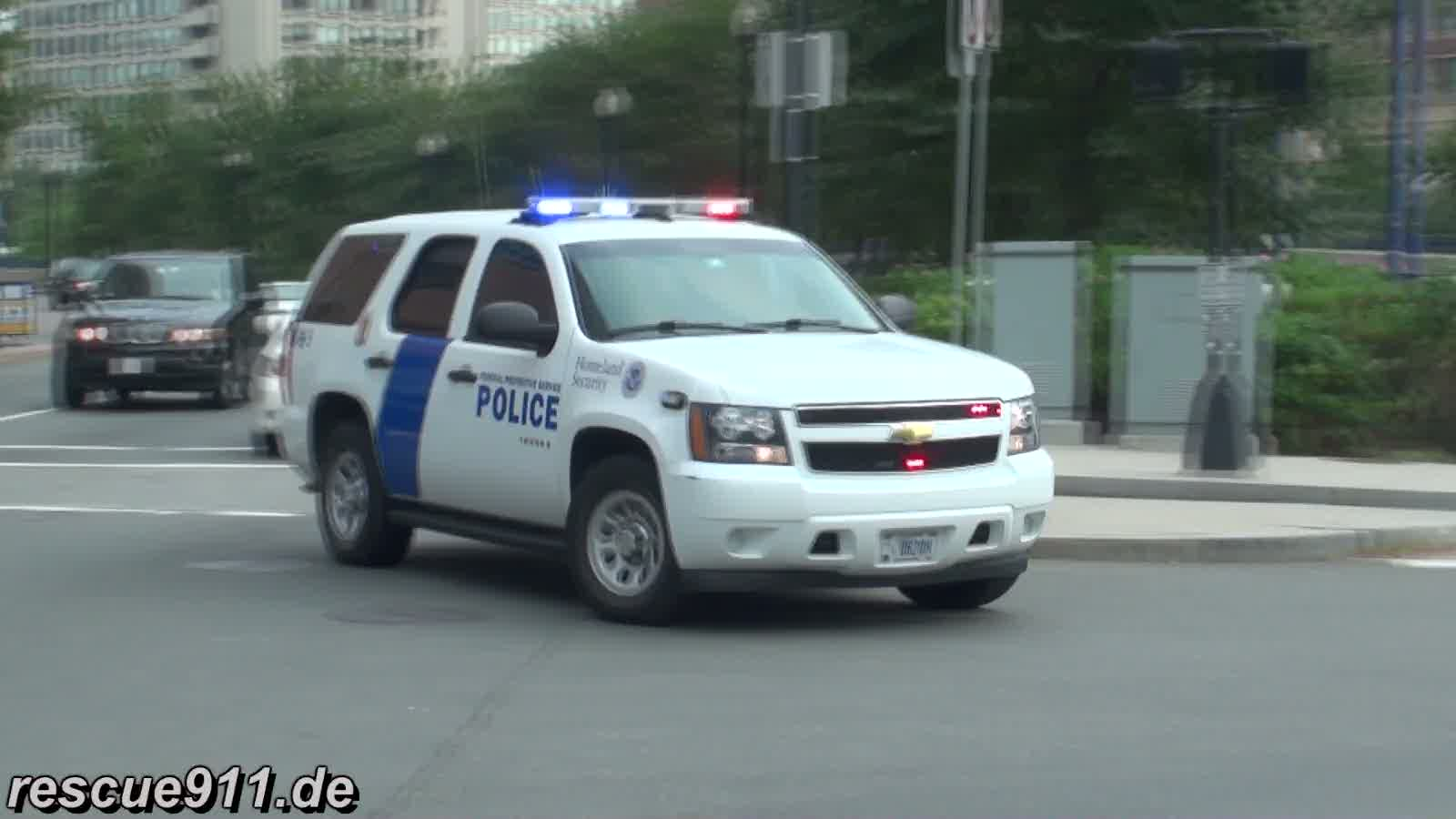 2x SUV Homeland Security + Police car Massachusetts State Police (stream)